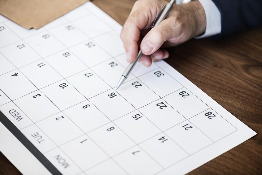 Dni wolne od pracy w 2021 roku. Kiedy wypadają święta? Jak korzystnie zaplanować urlop? [KALENDARZ DNI WOLNYCH]