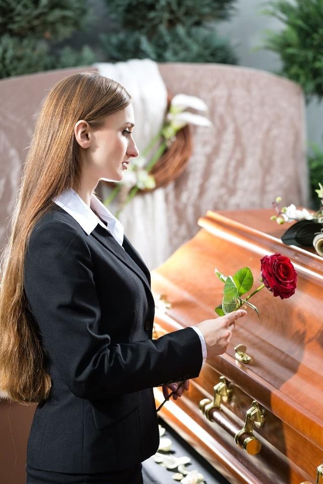 Posłowie SLD chcą umożliwić pogrzeby inne niż tradycyjne