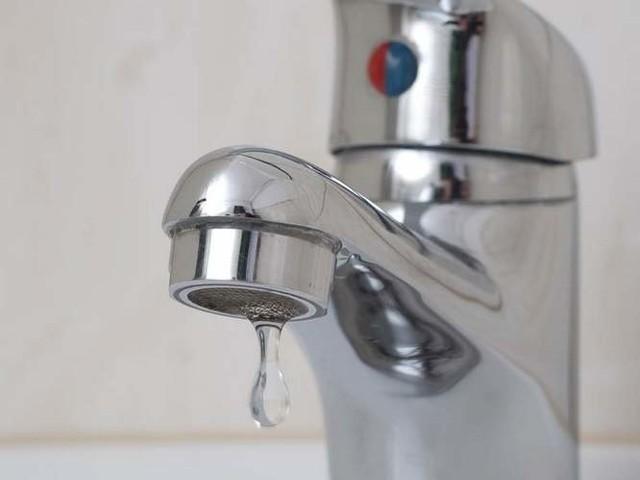 – Rury na pewno zostaną rozmrożone i woda w budynku popłynie do wszystkich – zapewniał Jerzy Chabielski, dyrektor ds. technicznych ZMK.