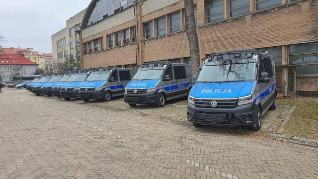 Furgonetki dla policji wyposażyła firma AMZ z Kutna