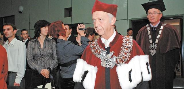 Siedziba PWSZ jest w Koszalinie przy ul. Leśnej, ale inauguracja roku akademickiego została zorganizowana w Koszalińskiej Bibliotece Publicznej.