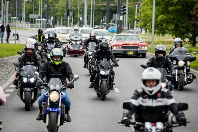 Motocykliści dzielą się na tych, którzy jeżdżą zgodnie z przepisami, rozsądnie, bezpiecznie i na tzw. dawców organów, czyli pędzących na złamanie karku.