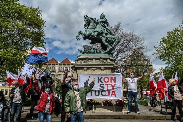 Obchody rocznicy uchwalenia Konstytucji 3 Maja. Sprzeciw wobec łamaniu konstytucji.