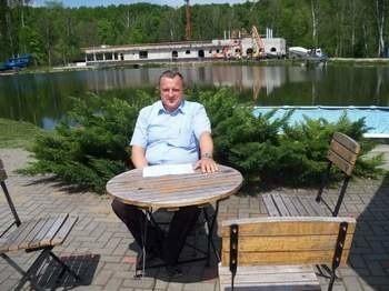 Nowy hotel i SPA w Pokrzywnej oraz basen w wydzielonej części jeziorka będą gotowe na przyszły  sezon turystyczny - zapowiada Marian Gorzelanny.  Fot. KS/nto