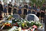 Tablice pamięci harcerek, które zginęły w Suszku w 11.08.2017 roku. Tereny po nawałnicy odwiedzili harcerze, którzy byli tu tragicznej nocy