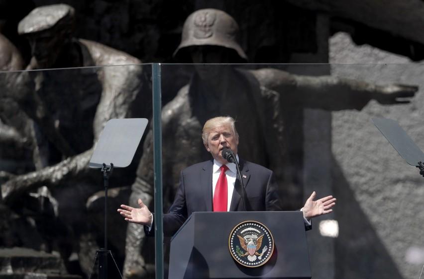 Donald Trump przemawia na placu Krasińskich