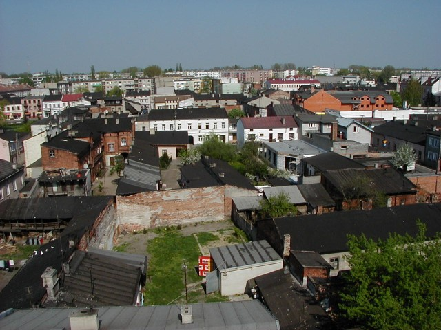 Tak wyglądało centrum Skierniewic na początku wieku z wysokości strażackiej drabiny. Zdjęcia zostały wykonane 6 maja 2001 roku.