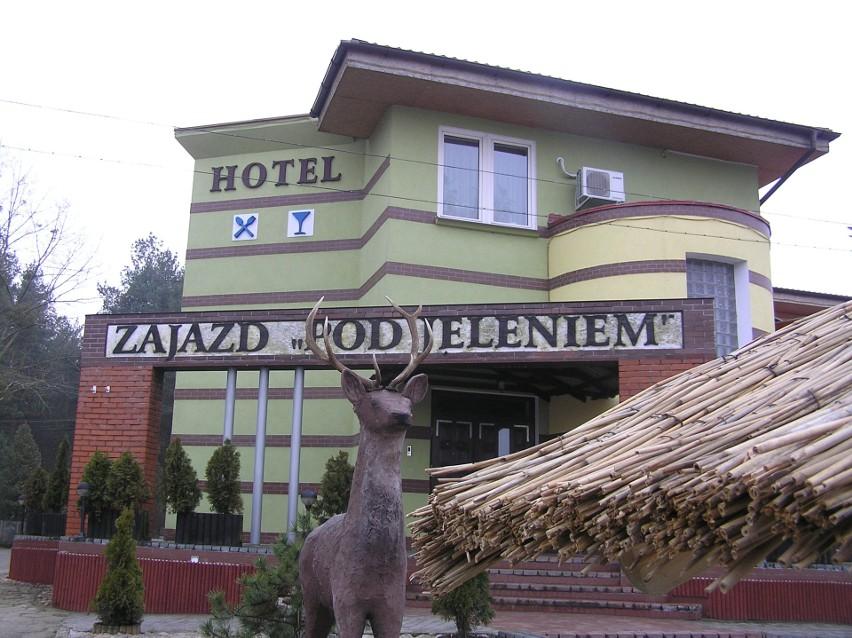 """Zajazd """"Pod Jeleniem"""" znajduje się w dzielnicy Tucholi -..."""
