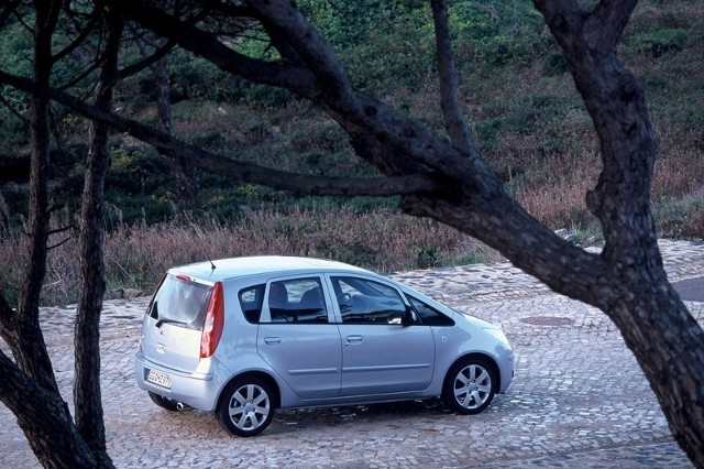 Najważniejsze cechy colta to prosta i wyrazista sylwetka, silniki o dobrej dynamice i równie dobre własności jezdne.