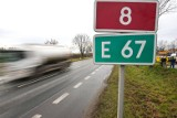 Wypadek na drodze krajowej nr 8. Zderzyły się dwa samochody, jest wielki korek