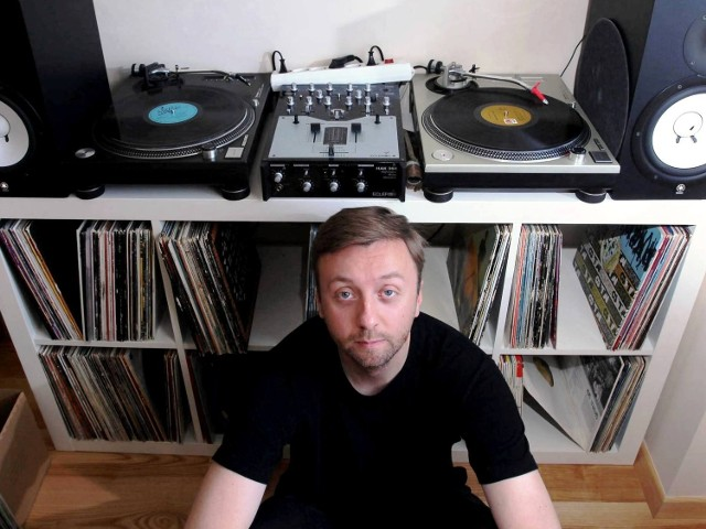 Mentalcut zaczynał jako turntablista. Potem sam organizował bitwy DJ-skie, na których wypłynęli inni znani poznańscy DJ-e