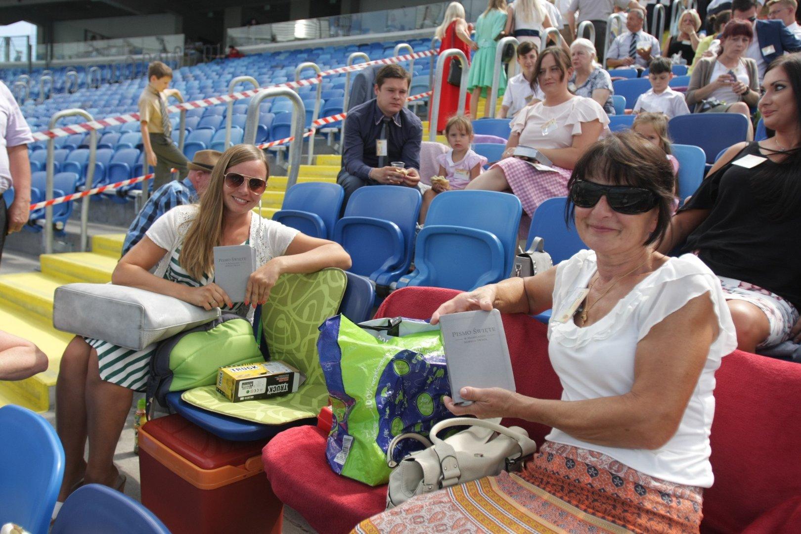 Kongres świadków Jehowy Na Stadionie śląskim Pod Hasłem Bądź