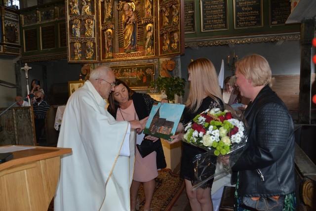 Pożegnanie księdza proboszcza w kościele w Klępsku oraz podczas Sejmiku Województwa Lubuskiego w Zielonej Górze