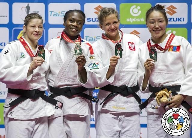 Agata Ozdoba z brązowym medalem (druga z prawej)