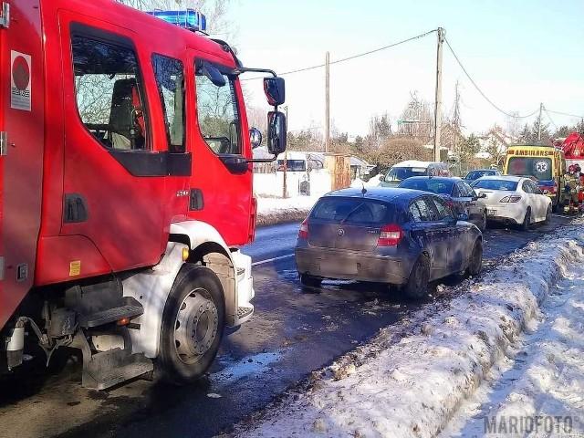 Zderzenie trzech samochodów w Opolu.