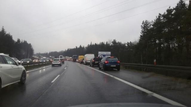 Ogromny korek na autostradzie A4 w Mysłowicach. Powód to remont autostrady w tym miejscu i zwężenie jezdni.