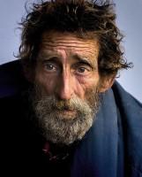 """Akcja """"Wyciągnij rękę do ubogiego"""". Caritas prowadzi zbiórkę odzieży dla bezdomnych i seniorów (ZDJĘCIA)"""