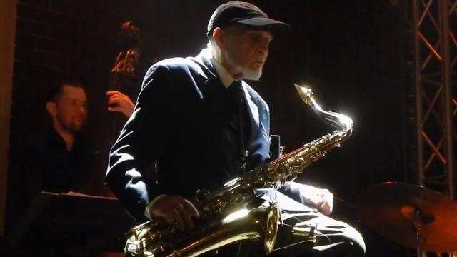 """""""Ptaszyn"""" może pochwalić się wyjątkowo okazałym dorobkiem – ze swoją muzyką zjechał pół świata, a wiele jego zespołów przeszło do historii muzyki jazzowej."""