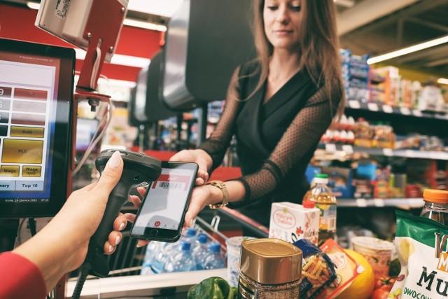 Przybywa nie tylko sklepów Biedronki i Lidla. W ostatnim czasie kilka sklepów otworzył już lub zamierza to zrobić Polomarket.