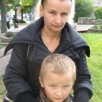 - Po śmierci Adama zostaliśmy we Włoszech bez grosza przy duszy - mówi Izabela Stachelek, na zdjęciu z synem Maćkiem.