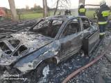 Borsukówka. Drewniana stodoła spłonęła doszczętnie! W pomieszczeniu był schowany samochód osobowy (zdjęcia)