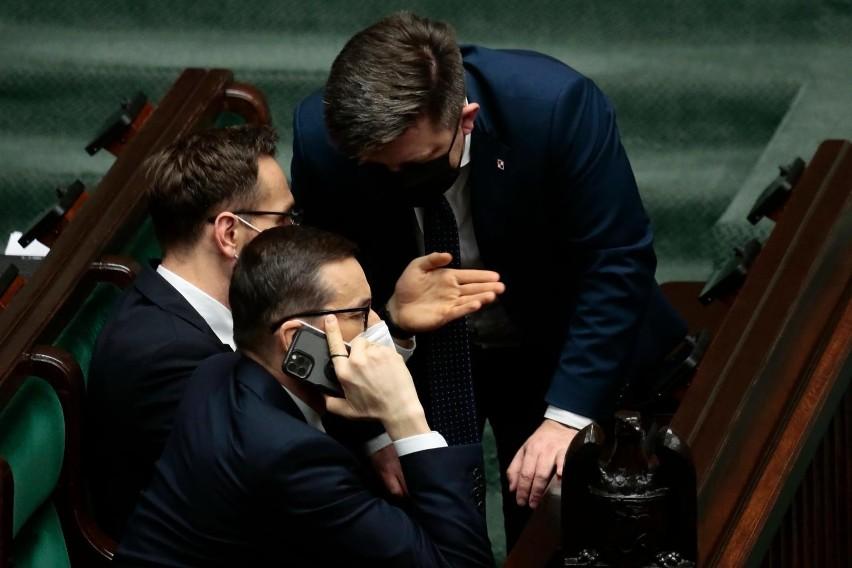 Premier Mateusz Morawiecki i szef KPRM Michał Dworczyk...