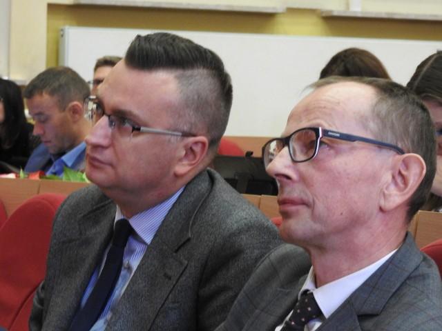 Tylko krowa nie zmienia poglądów. Zresztą w poprzedniej kadencji przekonały mnie argumenty radnych PiS, że nie należy tego wprowadzać - odpowiedział Biernackiemu wiceprezydent Zbigniew Nikitorowicz.