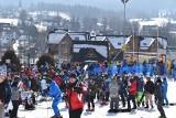 Zakopane. Mnóstwo narciarzy na stokach narciarskich. Piękna pogoda zachęca do szusowania