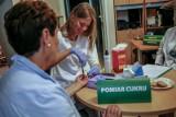 Sobota z bezpłatnymi badaniami w Łodzi. Piknik zdrowotny NFZ przed Szpitalem Św. Rodziny. Można się przebadać w ramach Profilaktyki 40 Plus