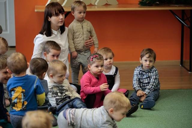 Władze Łodzi przypomniały we wtorek (30 marca), że już 6 kwietnia zaczyna się główny nabór do miejskich żłobków: rodzic starający się o przyjęcie dziecka do samorządowej placówki – od września 2021 r. – będzie mógł włożyć wypełnioną kartę zgłoszenia do urny wystawionej przed żłobkiem w terminie do 30 kwietnia. Natomiast część samorządowych placówek może przyjąć maluchy już teraz: bez czekania na wrzesień.