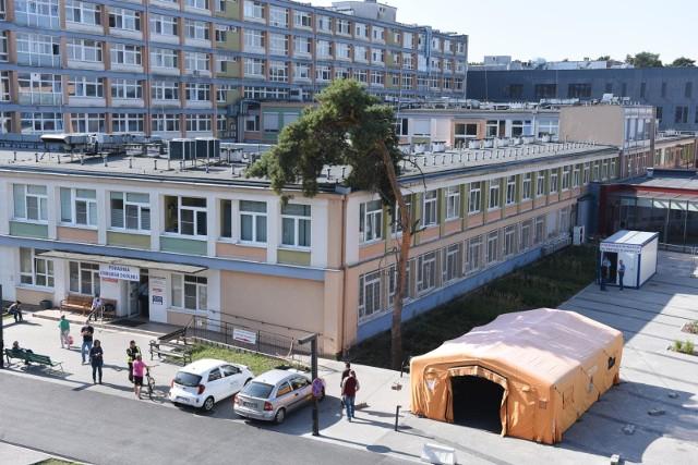 W Wojewódzkim Szpitalu Zespolonym wstrzymano większość zabiegów planowych, a w miejskiej lecznicy nadal zamknięta pozostaje chirurgia