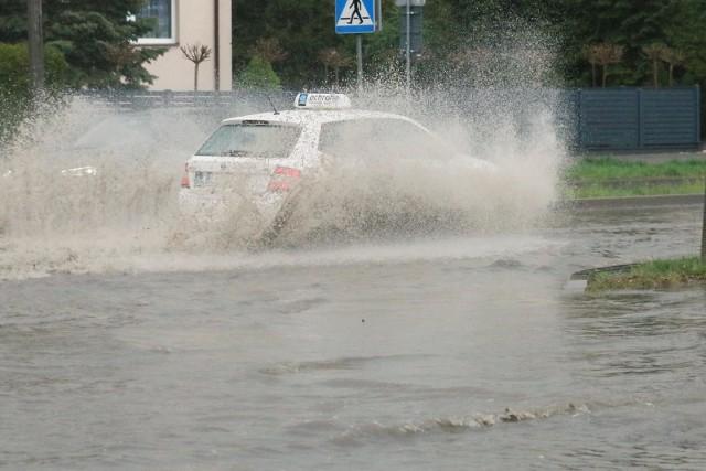 W nocy ze środy na czwartek (1-2 lipca) uważajmy na możliwe opady deszczu oraz burze z gradem.