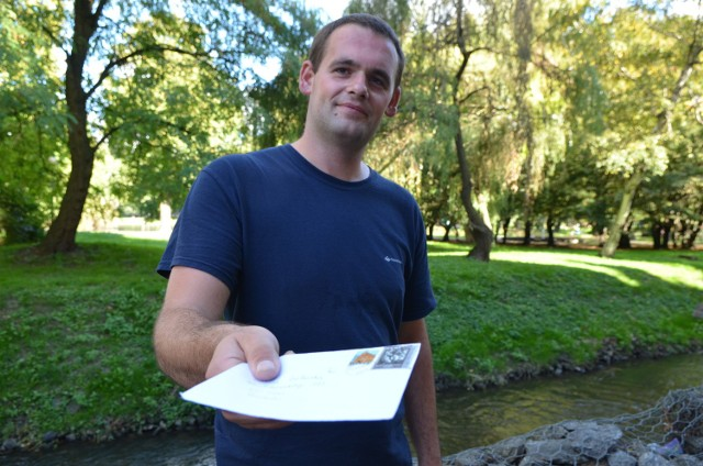 Krzysztof Lehmann jest listonoszem w Krzeszycach i okolicy.