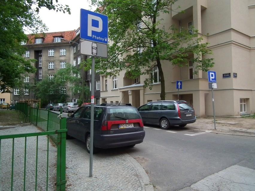 Strefa zamieszkania miałaby być wyznaczona jedynie przy dwóch bokach placu zabaw, przy placu Asnyka. Ul. Asnyka i ul. Słowackiego zachowają swoją organizację ruchu