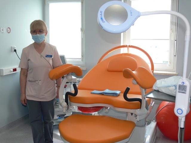 Jak powiedziała Maria Madoń kierownik oddziału ginekologiczno - położniczego w Sandomierzu najbardziej wartościową rzeczą na zmodernizowanym oddziale jest nowoczesne łóżko do porodów rodzinnych, które znajduję się przygotowanym do tego celu pokoju porodów rodzinnych.