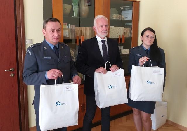 Przekazane przez Służbę Więzienną maseczki trafią między innymi do tarnobrzeskich jednostek oświatowych.