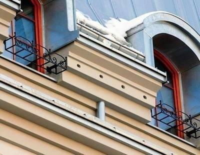 100 domków dla jerzyków ukryto w ozdobnym gzymsie oficyny Fot. Adam Wojnar