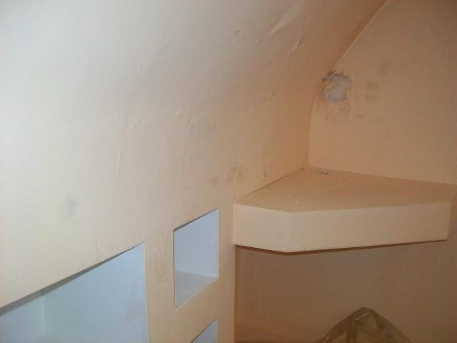 Przemarznięta ścianaPierwszym widocznym efektem zawilgocenia ściany jest łuszcząca się farba.
