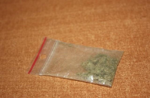 16-latka z białostockiego gimnazjum jest oskarżona o sprzedawanie marihuany nieletnim