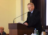 Andrzej Kieraj, radny opozycji, krytykuje nadzwyczajny tryb zwoływania sesji Rady Miejskiej Inowrocławia