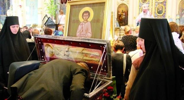 Tysiące wiernych przychodzi pokłonić się szczątkom świętego męczennika Gabriela w białostockiej cerkwi św. Mikołaja