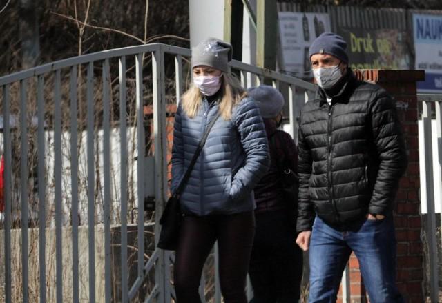 Piotr Müller, rzecznik rządu zapowiada, że być może niektóre obostrzenia zostaną poluzowane po 18. kwietnia, ale wszystko zależy od tego, ile odnotujemy nowych zachorowań.---->