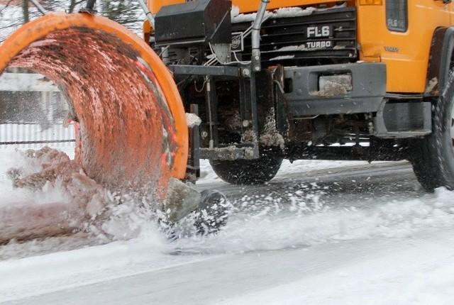 Gołoledź, szron i szadź na jezdniach mają być usunięte w ciągu dwóch godzin, lodowica w ciągu trzech godzin, zaś śliskość pośniegowa w ciągu czterech od momentu wystąpienia.