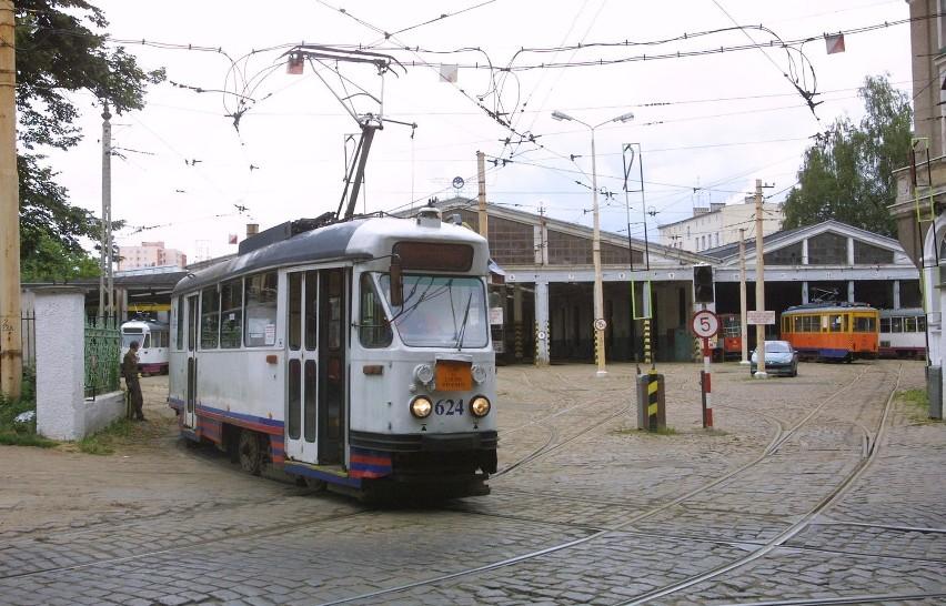 Zajezdnię na Niemierzynie zbudowano w 1907 roku. Była kilkakrotnie przebudowana. Dla komunikacji w polskim Szczecinie zajezdnia Niemierzyn odegrała historyczną rolę - to z niej wyjechały pierwsze w mieście tramwaje po II wojnie. Przed zamknięciem obsługiwała głównie linie nr 3, 4, 11 i 12.