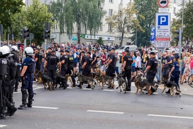 Białystok, 19.07.2019. Policja ochrania Marsz Równości