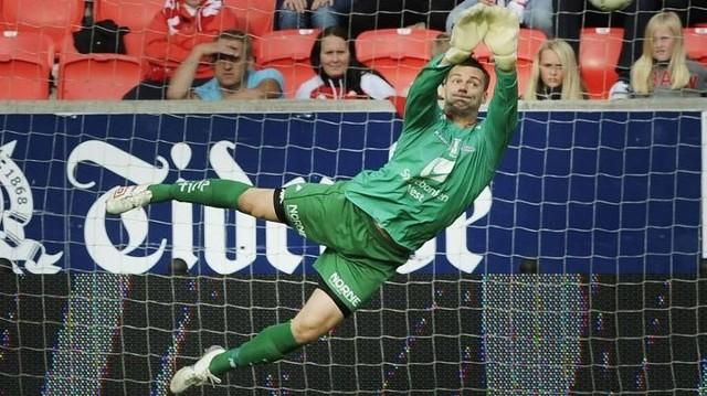 Piotr Leciejewski to jeden z najlepszych bramkarzy ligi norweskiej.