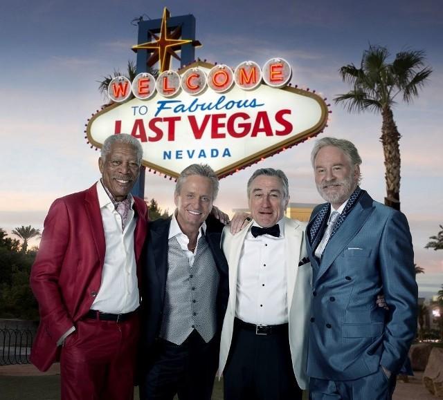 """""""Last Vegas"""" to bardzo ciekawa amerykańska komedia. Billy, Paddy, Archie i Sam przyjaźnią się od podstawówki. Z całej czwórki tylko Billy nigdy nie dał się zaciągnąć do ołtarza. Nic więc dziwnego, że gdy wreszcie decyduje się na ślub, starzy kumple bez wahania przybywają do Las Vegas, by wyprawić mu wieczór kawalerski i pokazać światu, że faceci z takim doświadczeniem potrafią bawić się jakby nie było jutra.Zanim jednak impreza rozkręci się na dobre, jeden z panów zdąży wplątać się w romans z uroczą piosenkarką, drugi pobije się w dyskotece z gościem, który mógłby być jego wnukiem, trzeci spróbuje ulec długo oczekiwanej pokusie, a czwarty zapragnie uczynić wszystko, by nie doszło do ślubu."""