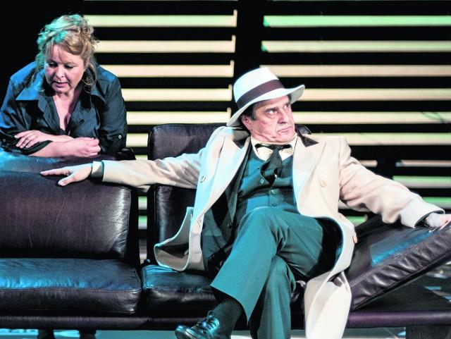Efektem aktorskiej symbiozy jest pełna czytelność sztuki Anat Gov. Ten duet dźwiga ciężar gry, ale też Marcin Łuczak, jako Lior, choć pojawia się na scenie tylko chwilę, uwiarygodnia postać Elle