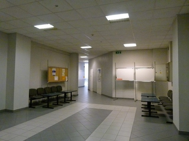 Do przekazania pieniędzy doszło na tym korytarzu Urzędu Miasta Łodzi.