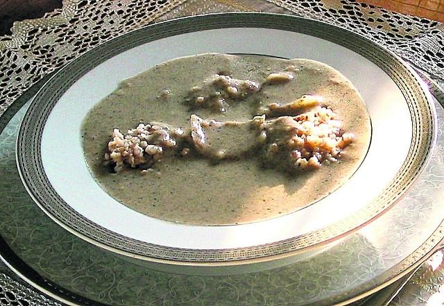 Siemieniotka (lub siemionka) to jedna z bardziej tradycyjnych w naszym regionie, ale i zapomniana śląska potrawa.